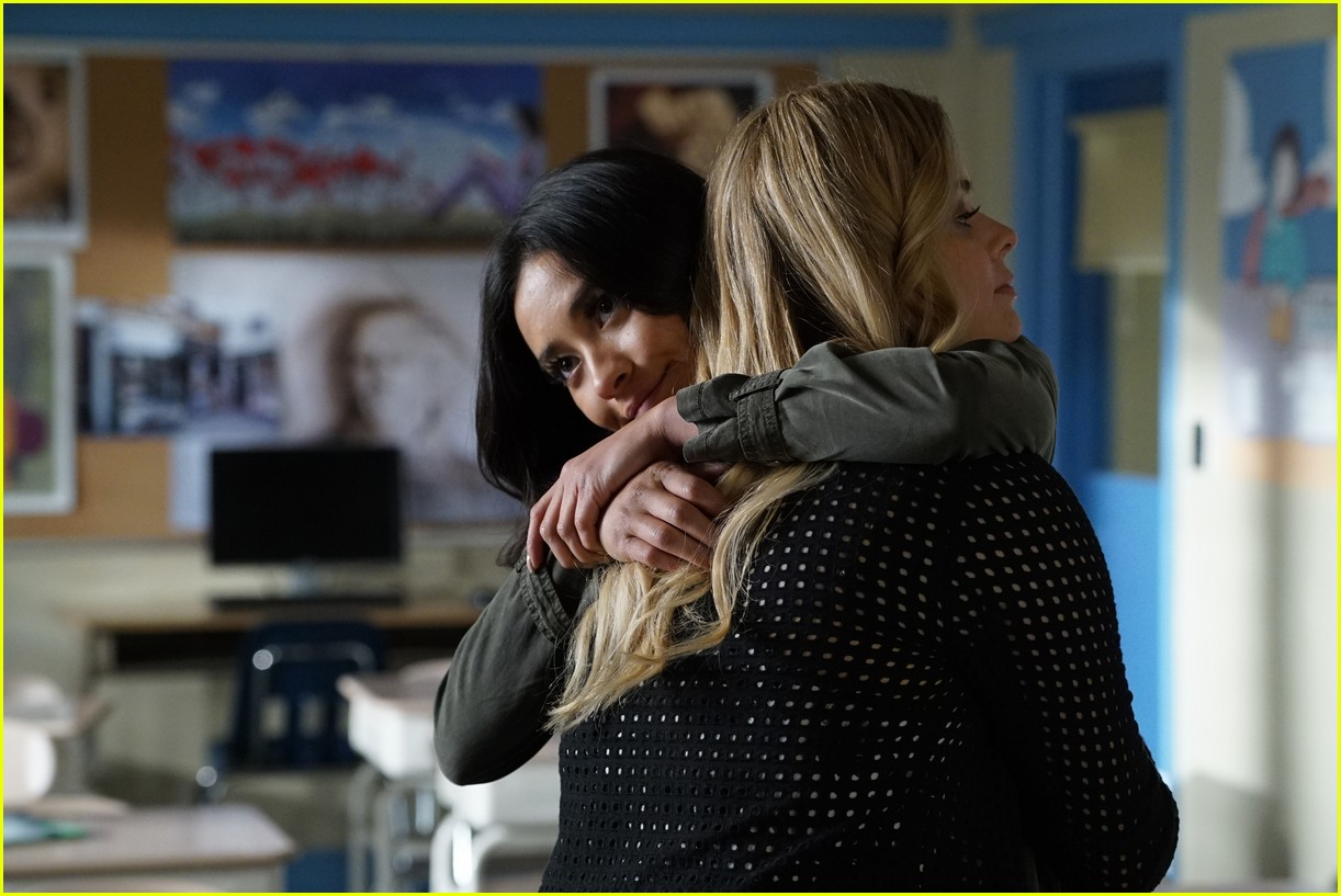 emily ali baby father pll 03