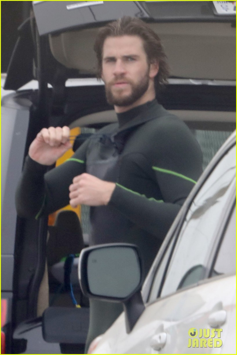 liam hemsworth strips out of wetsuit to reveal ripped abs 11