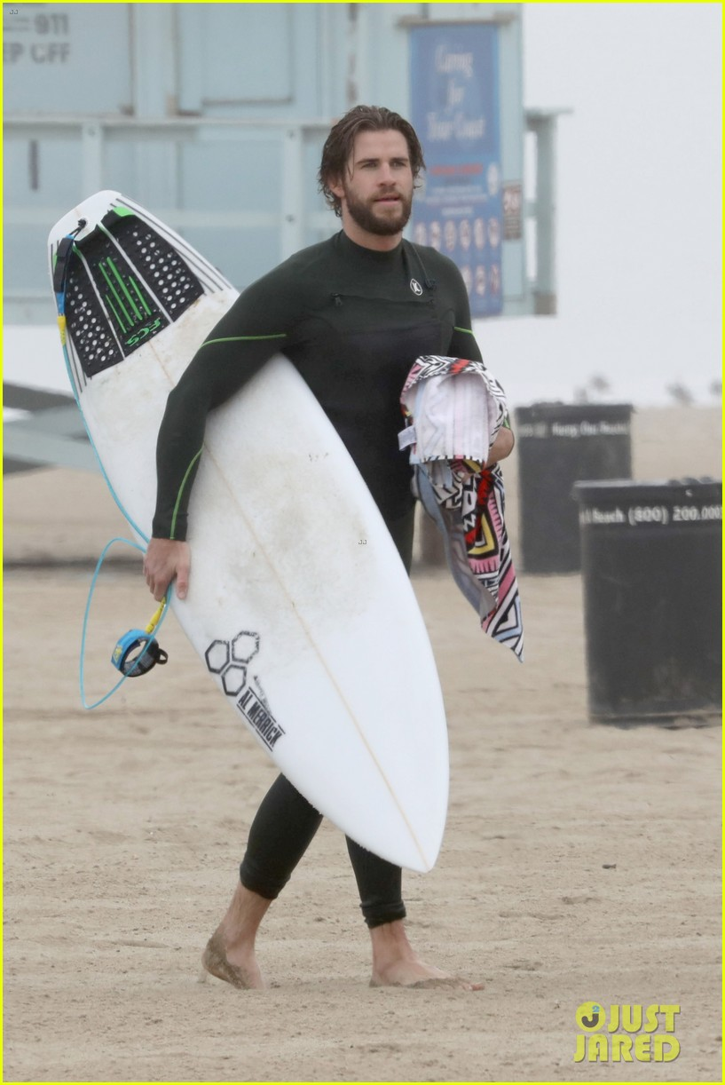 liam hemsworth strips out of wetsuit to reveal ripped abs 30
