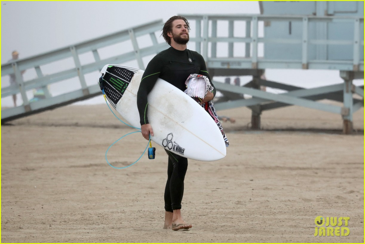 liam hemsworth strips out of wetsuit to reveal ripped abs 70
