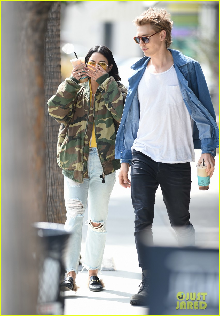 When did vanessa hudgens start dating austin butler