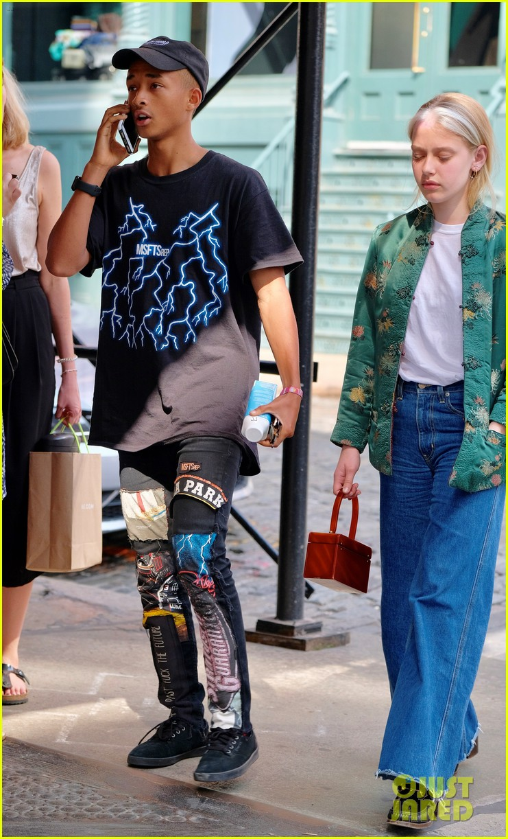 Jaden willow smith dont live at home but still make time for jaden willow smith moved out of parents house 02 voltagebd Image collections
