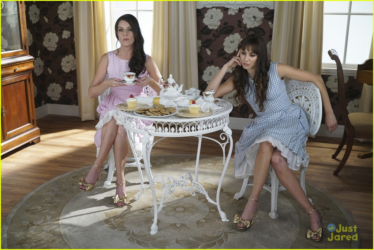 janel parrish mona perfect ending pll 02