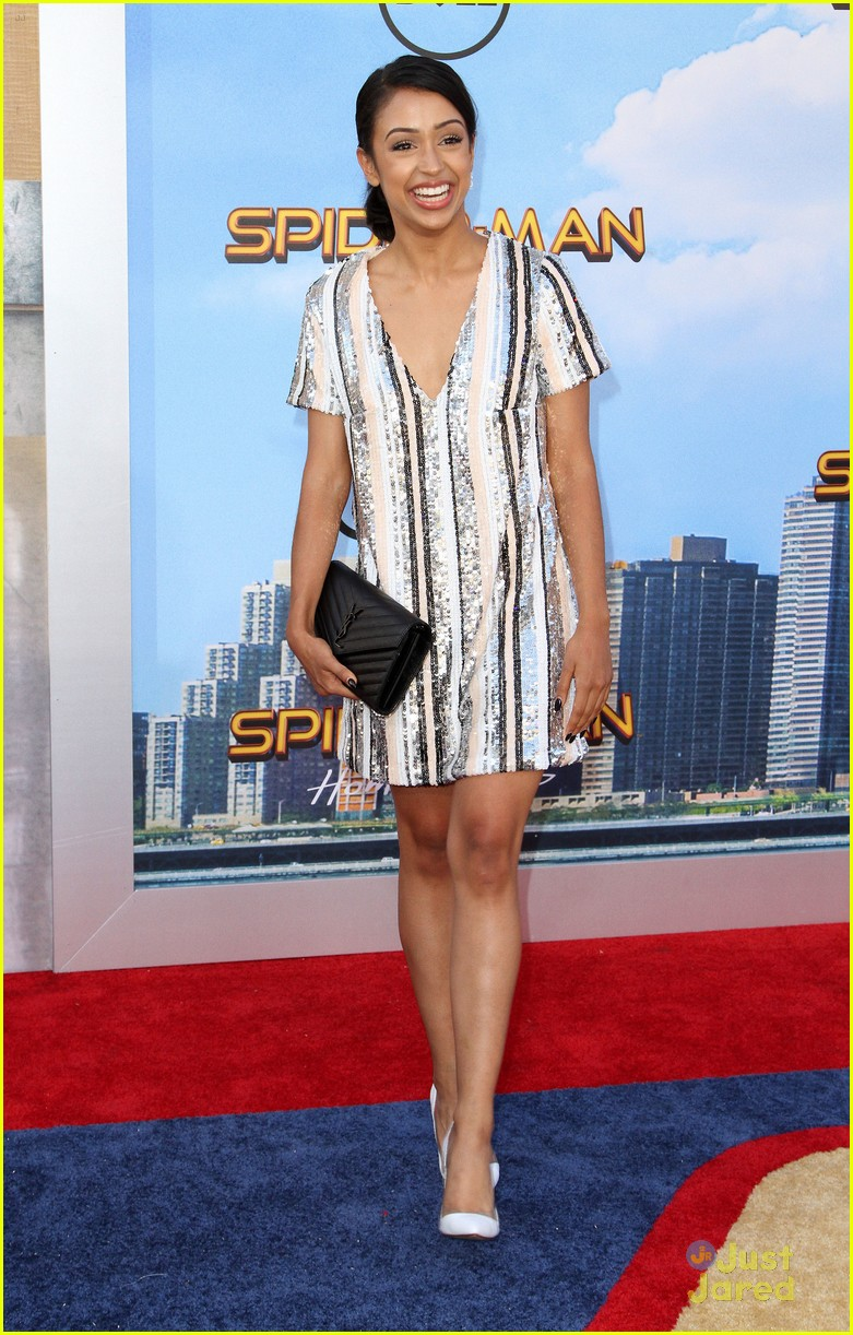 isabela moner jordyn jones social stars spiderman premiere 06