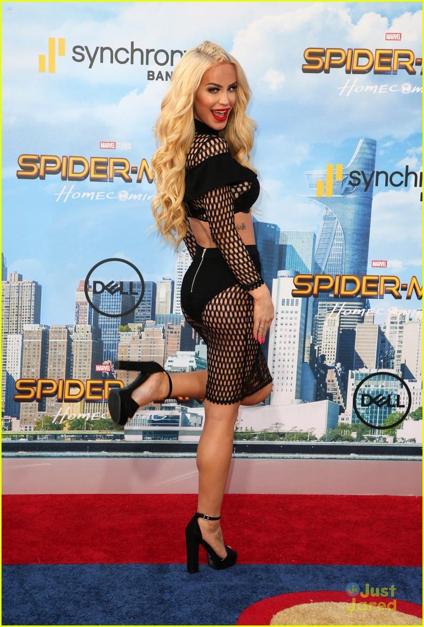 isabela moner jordyn jones social stars spiderman premiere 16