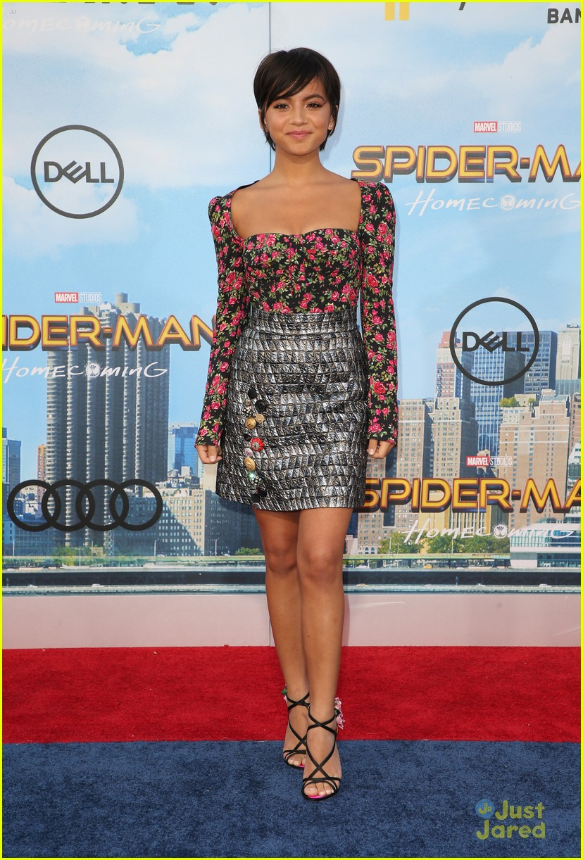 isabela moner jordyn jones social stars spiderman premiere 20