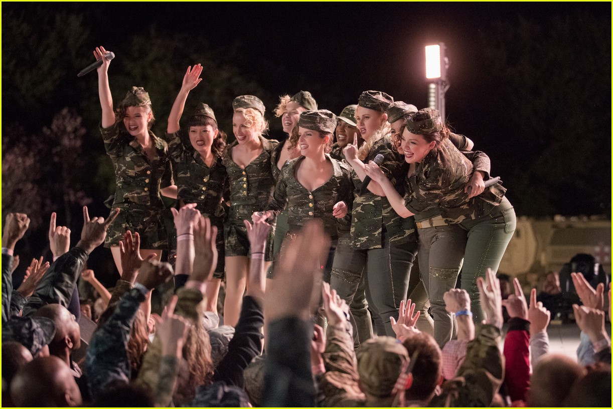 pitch perfect 3 trailer watch the bellas head overseas 01