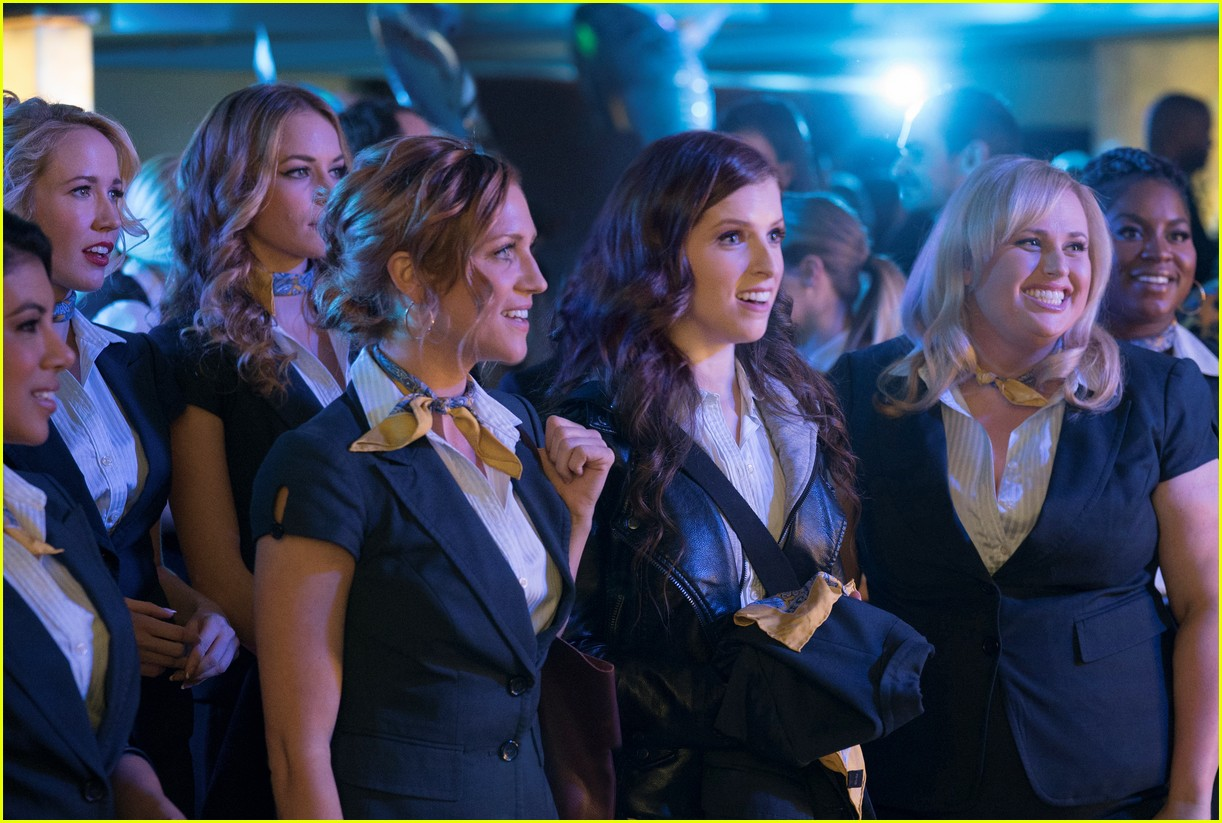 pitch perfect 3 trailer watch the bellas head overseas 05