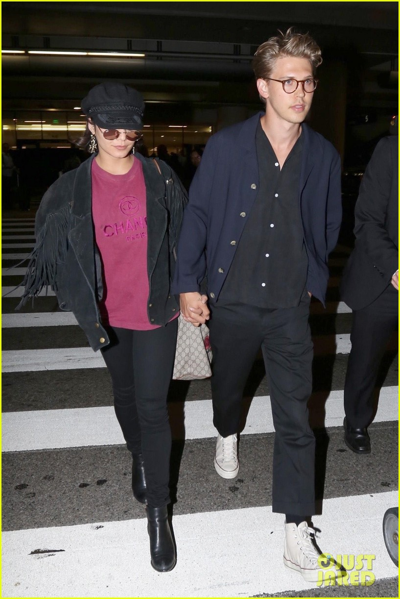 vanessa hudgens austin butler return home from hamptons trip 01