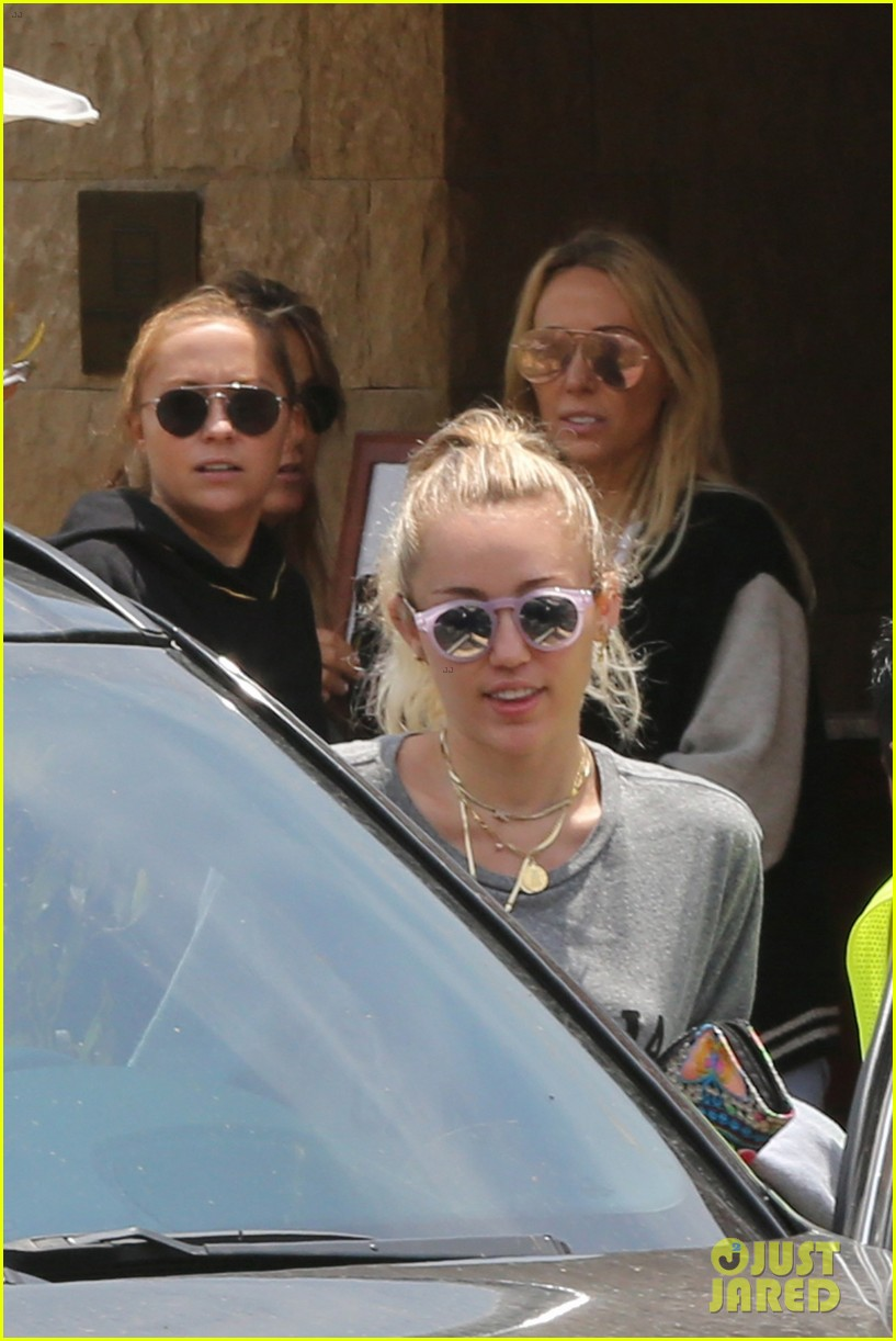 miley crus is a spiritual gangster at malibus soho house 03