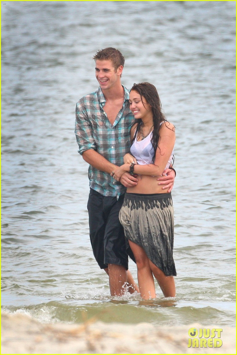 miley cyrus shares photo of her and liam hemsworths first smooch 02