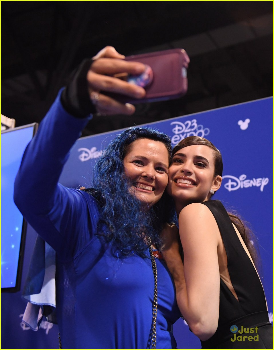 descendants new trailer d23 expo talent pics 02