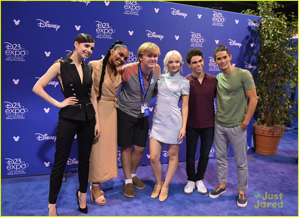 descendants new trailer d23 expo talent pics 10