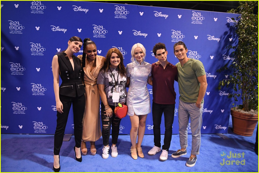 descendants new trailer d23 expo talent pics 13