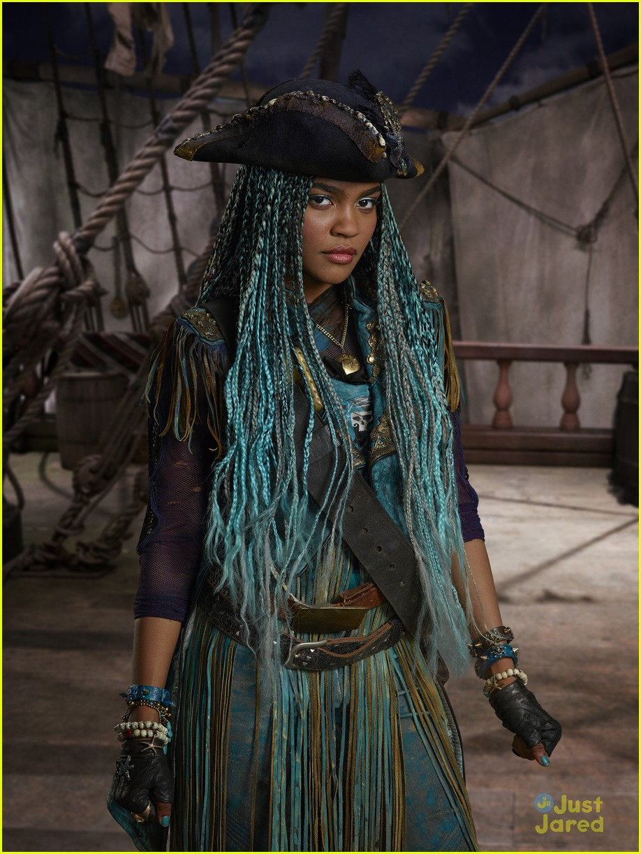 descendants 2 pirates gang will love kenny ortega 02