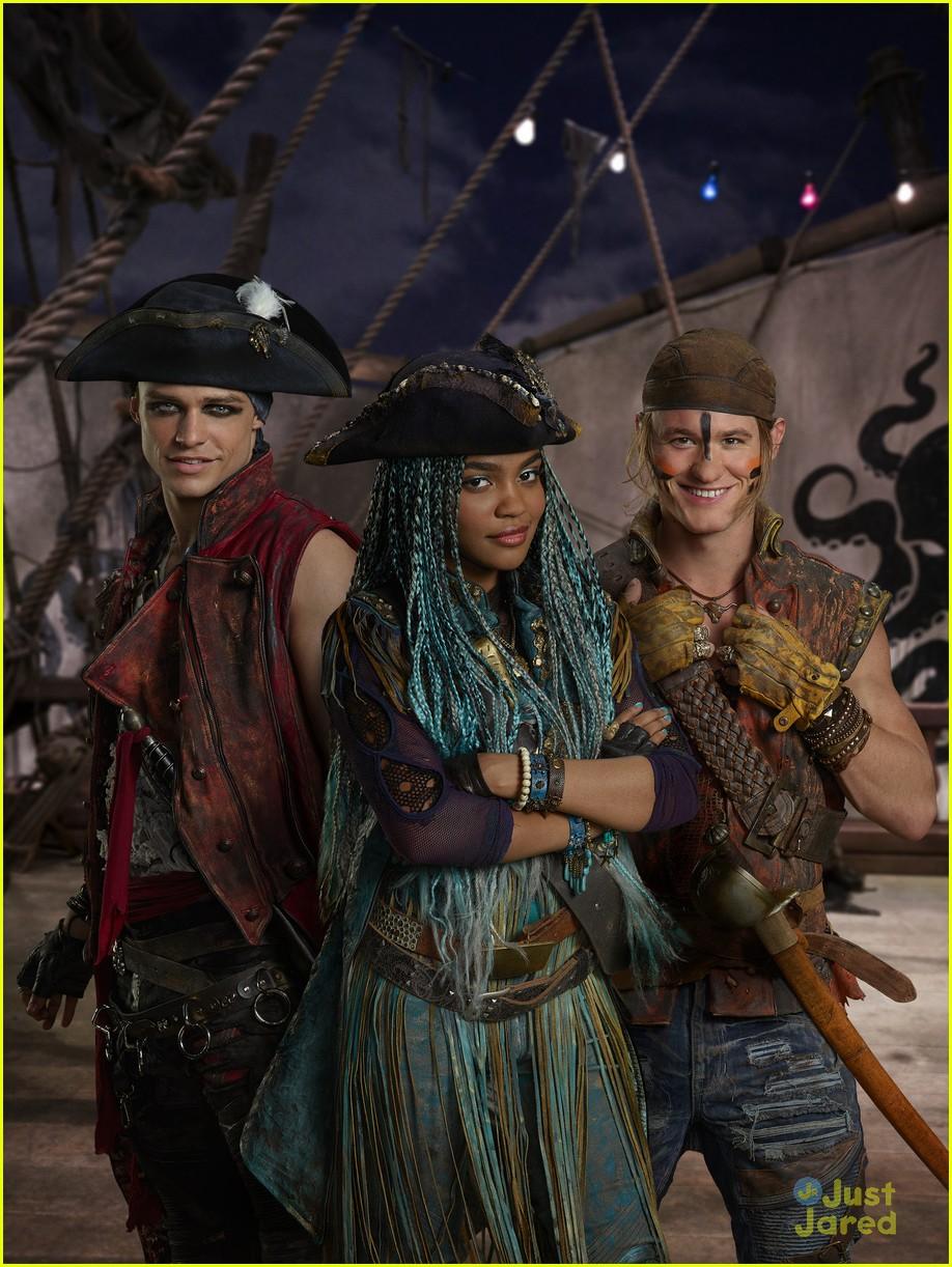 descendants 2 pirates gang will love kenny ortega 04