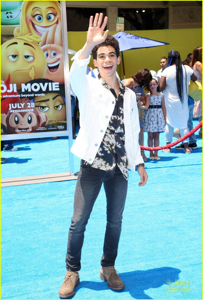 devore ledridge jake austin cameron boyce emoji movie 09