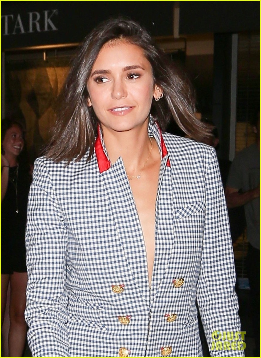 nina dobrev and jessica szohr double date with their boyfriends2 12