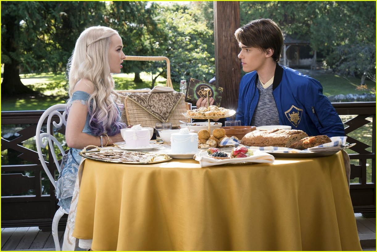 dove cameron keeps mal ring descendants 01