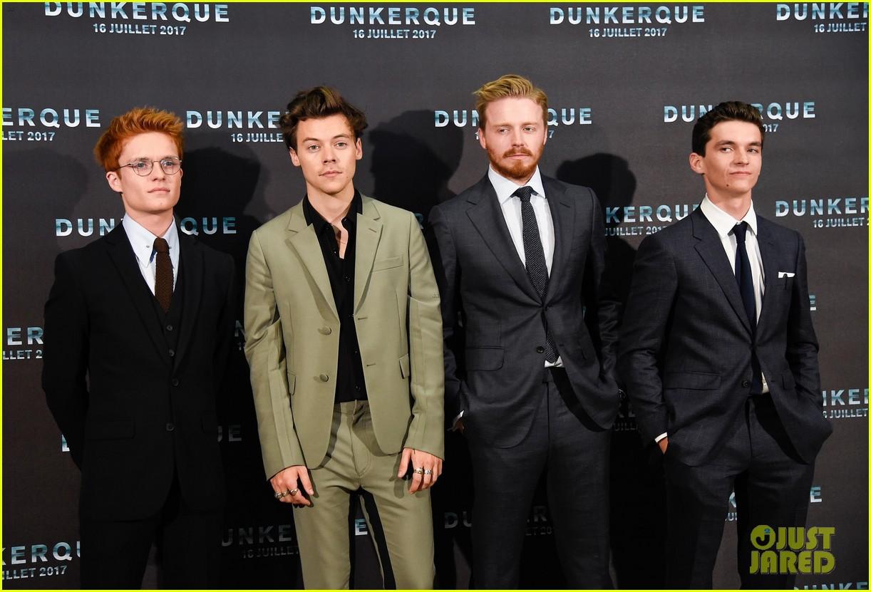 harry styles jack lowden premiere new film in dunkirk 02