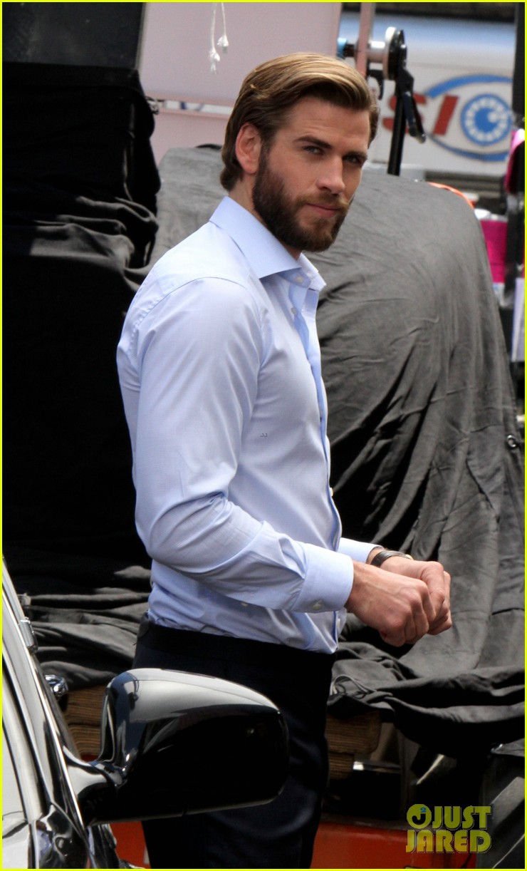 liam hemsworth has a flower for rebel wilson on isnt it romantic set 01