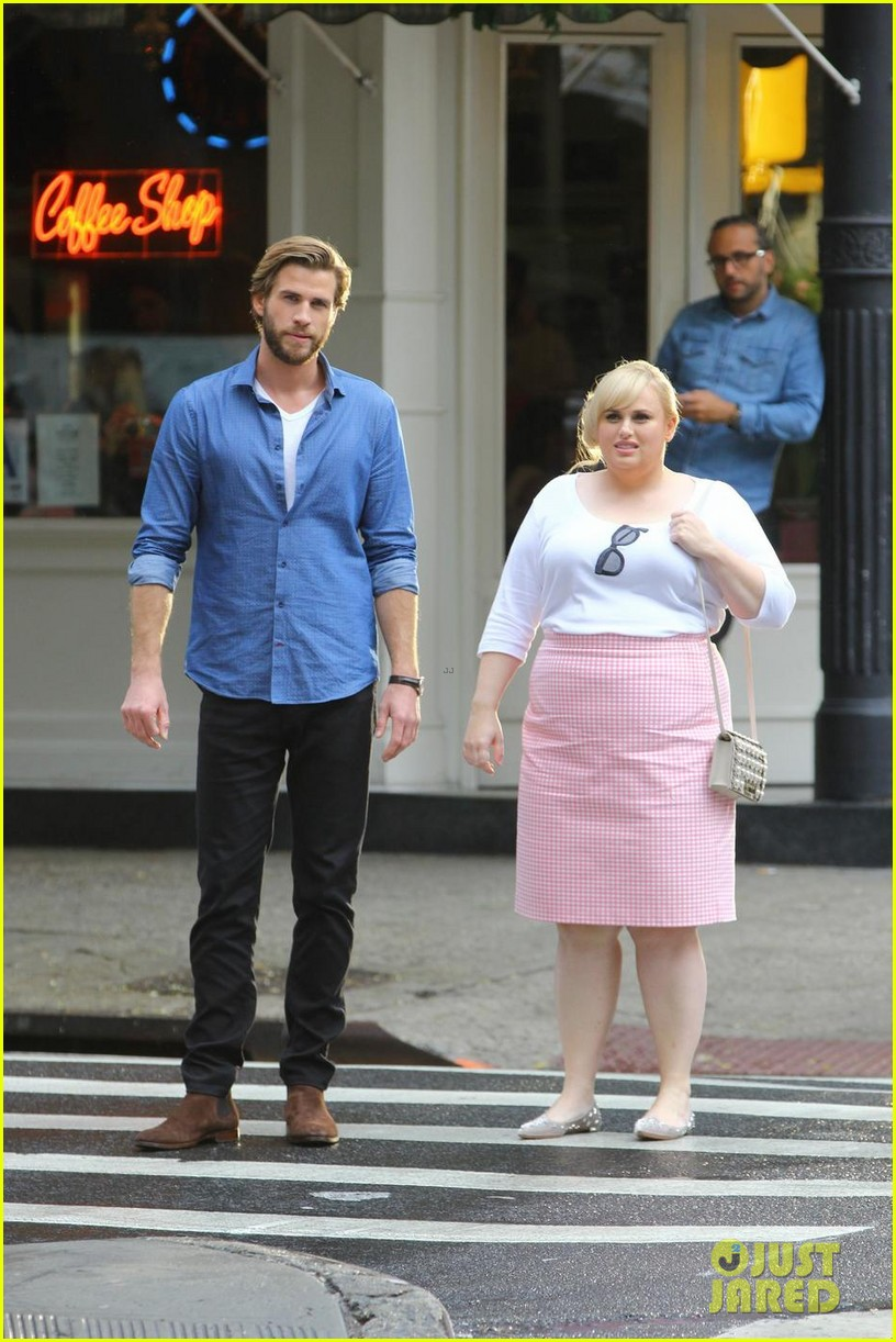 liam hemsworth rebel wilson film isnt it romantic in nyc 03
