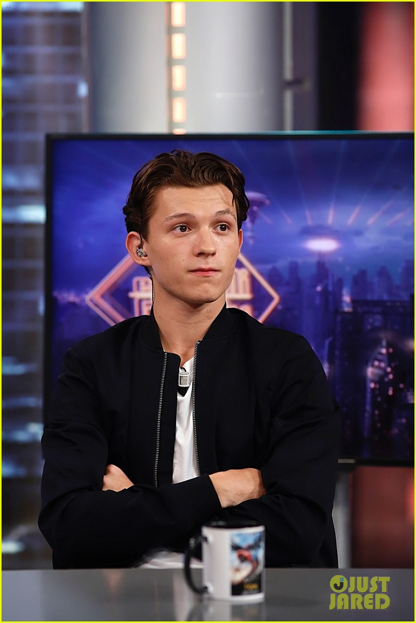 tom holland teaches spanish tv show host how to be spider man 01