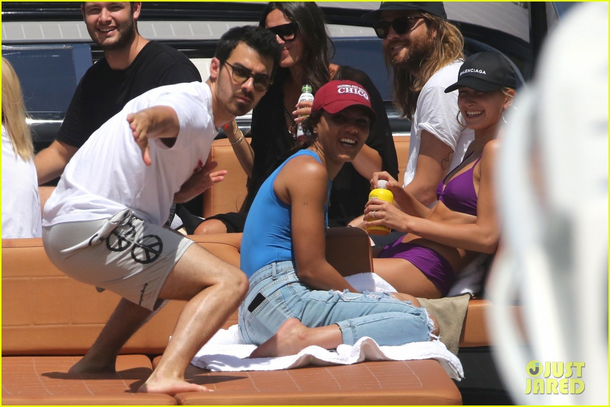 joe jonas wilmer valderrama go boating before summerfest 01
