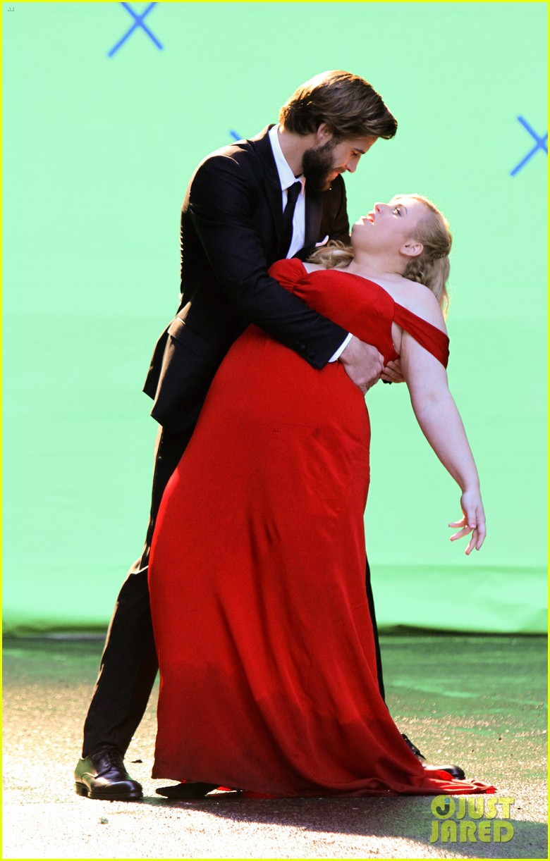liam hemsworth dips kisses rebel wilson for new movie 05