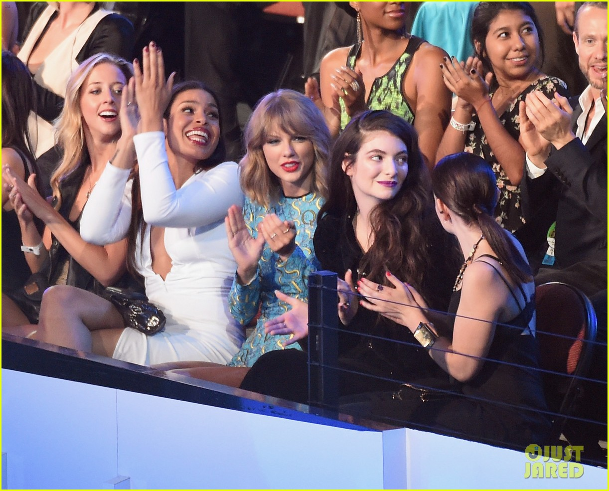 Lorde Posts Tweet Clearing Up Taylor Swift Squad Confusion Taylor Is A Dear Friend Photo 1098142 Lorde Taylor Swift Pictures Just Jared Jr