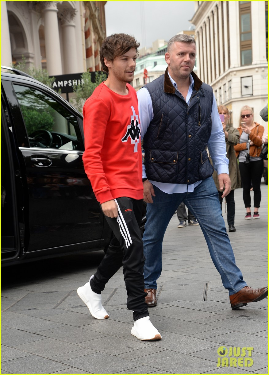 louis tomlinson held one direction together 08