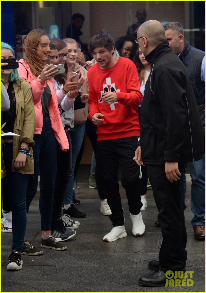 louis tomlinson held one direction together 13