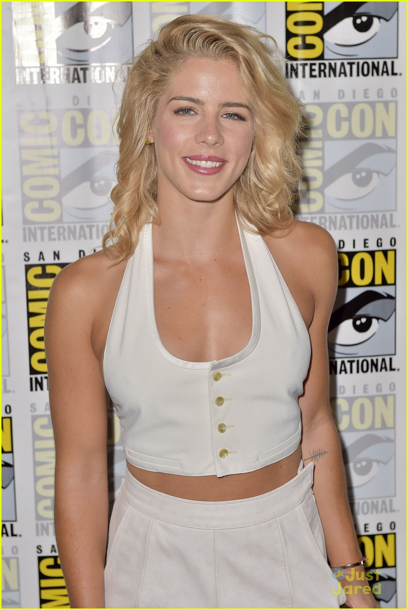 emily bett rickards wedding olicity arrow speculation 01