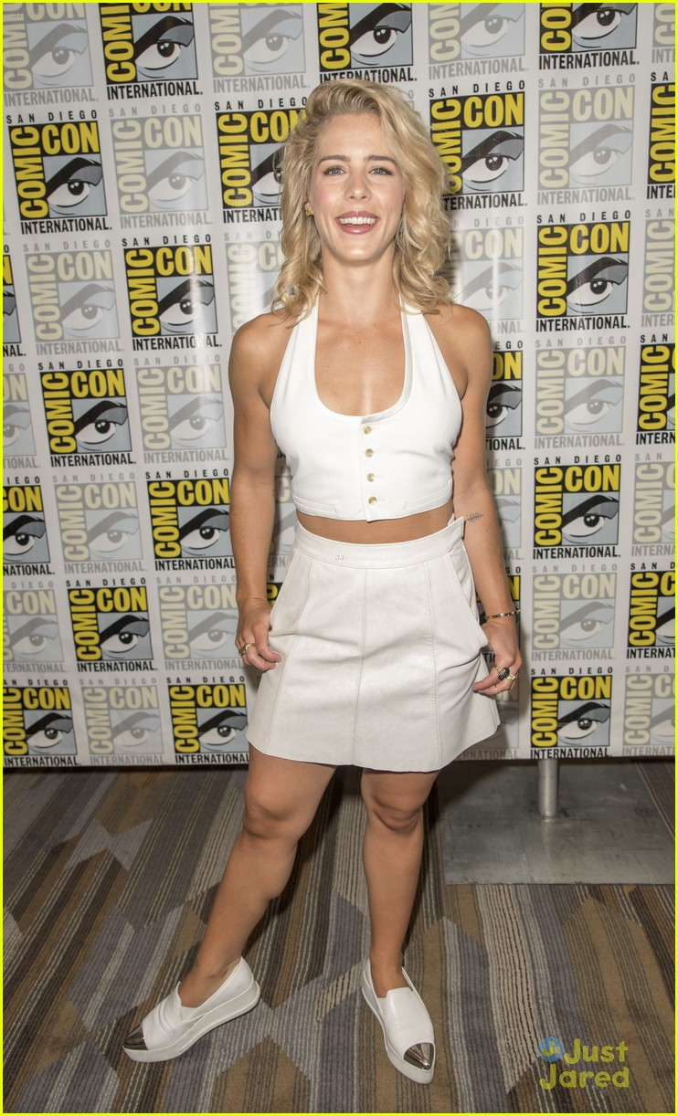 Emily Bett Rickards Nude Photos 95