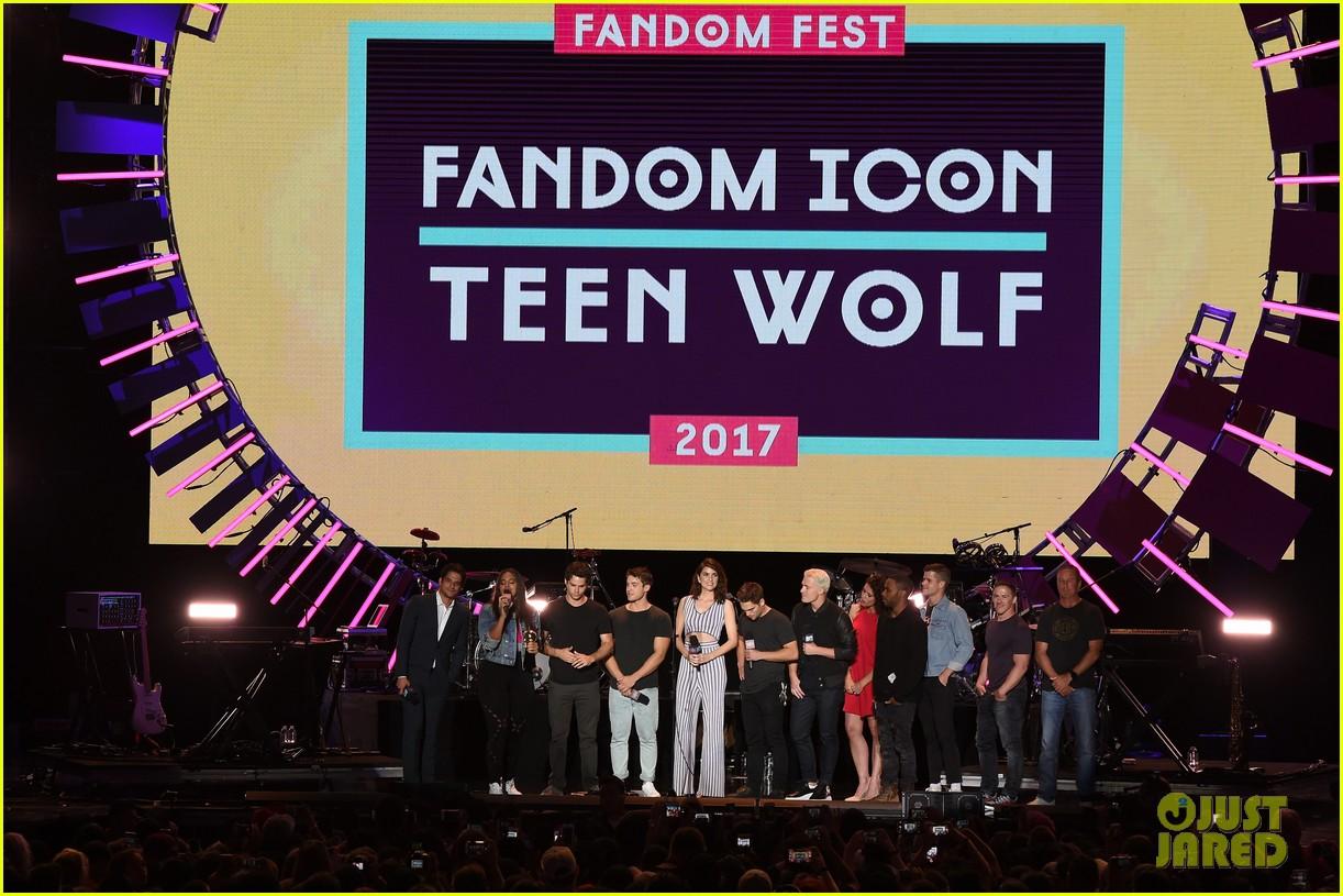tyler posey teen wolf mtv fandom awards 09