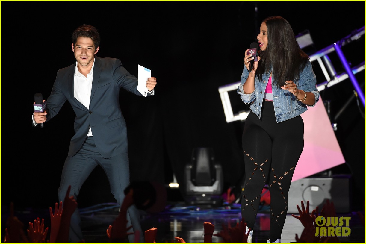 tyler posey teen wolf mtv fandom awards 10