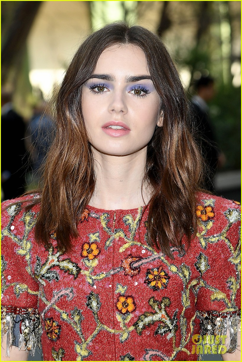 kristen rowan cara go glam for chanel show in paris 03