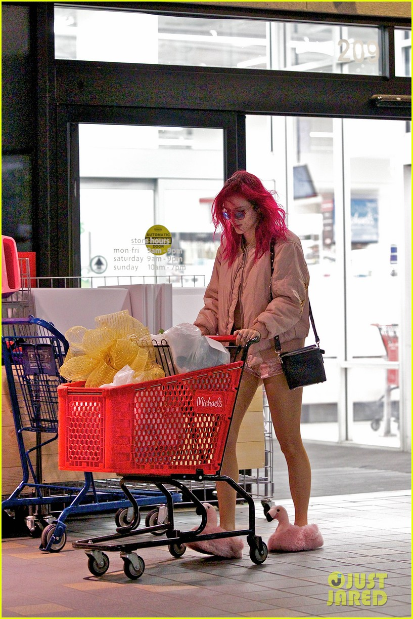 bella thorne shows off her super toned abs in hollywood 02