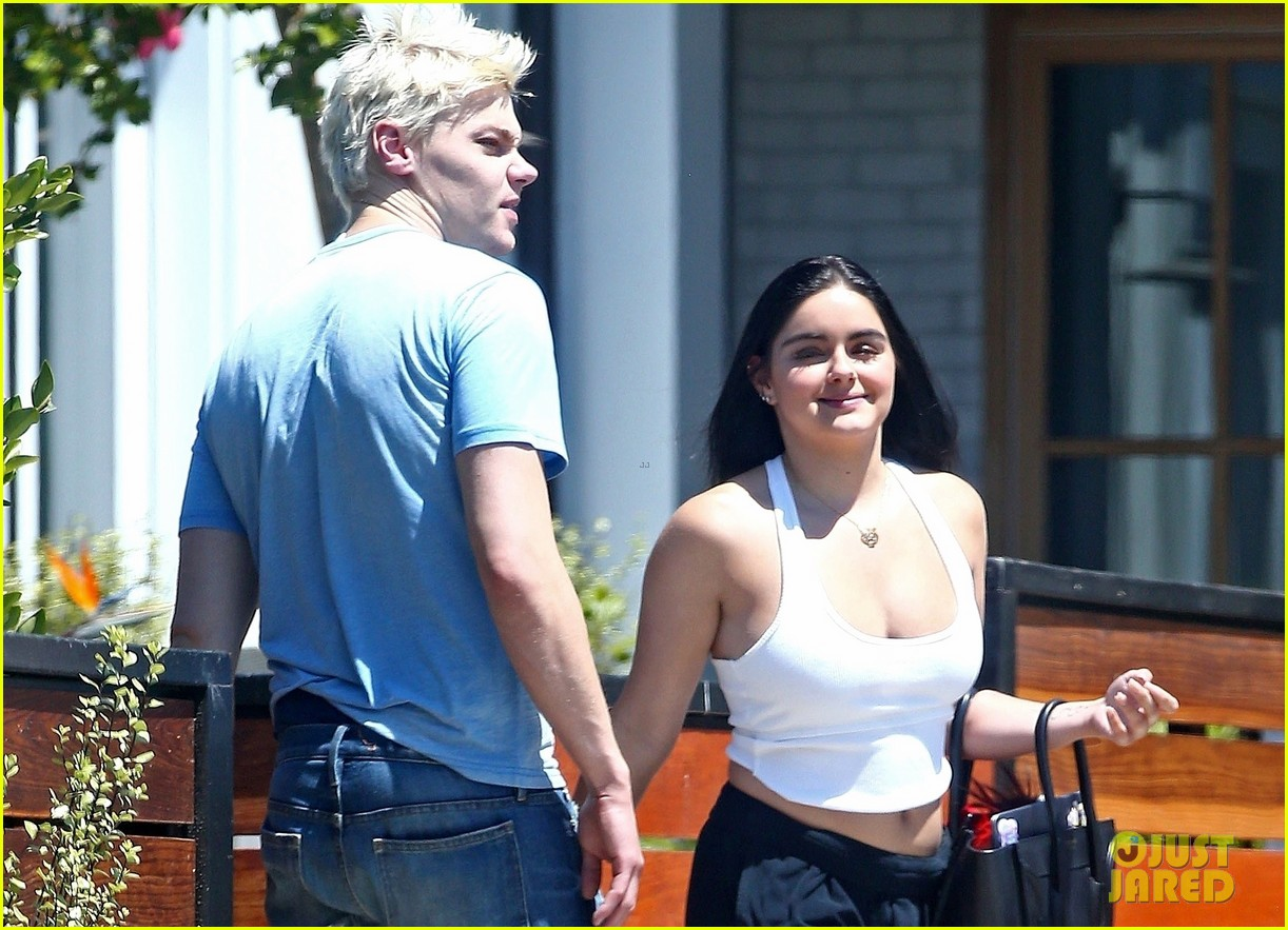ariel winter levi meaden kissing 10