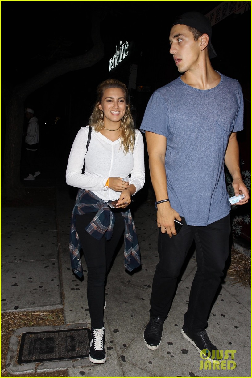 Justin Bieber Joins Tori Kelly For Fun Night Out Photo