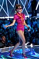 miley cyrus performs younger now mtv vmas 2017 06