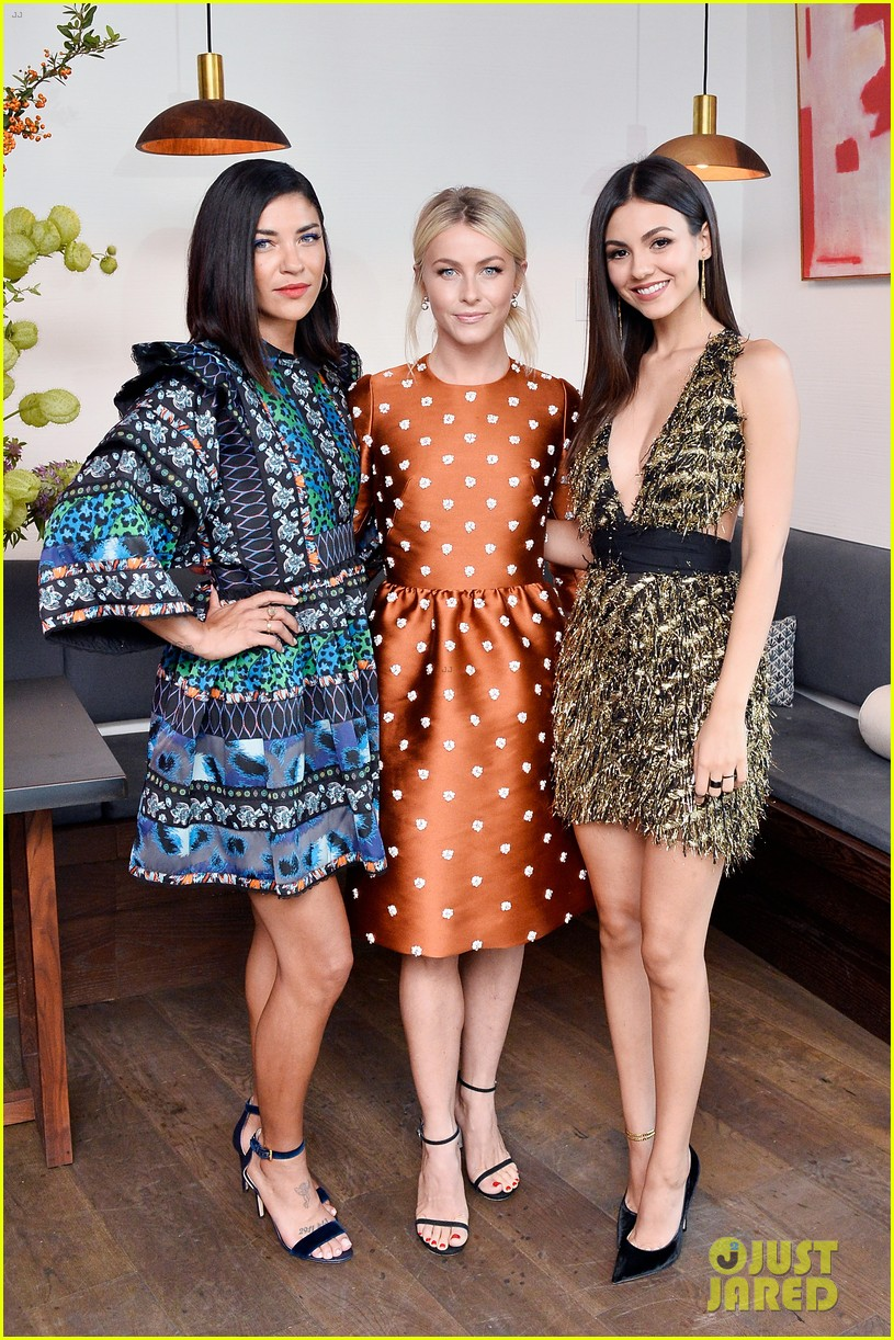 nina dobrev celebrates her harpers cover with friends 15