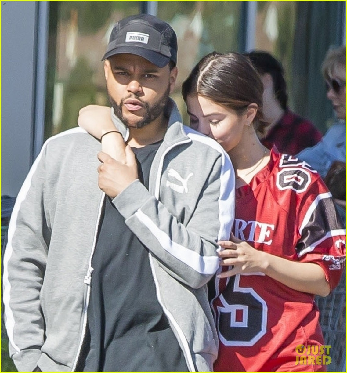 selena gomez nuzzles up to the weeknd 08