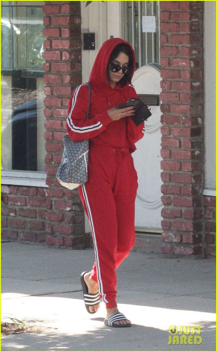 vanessa hugens hits the gym in track suit 01
