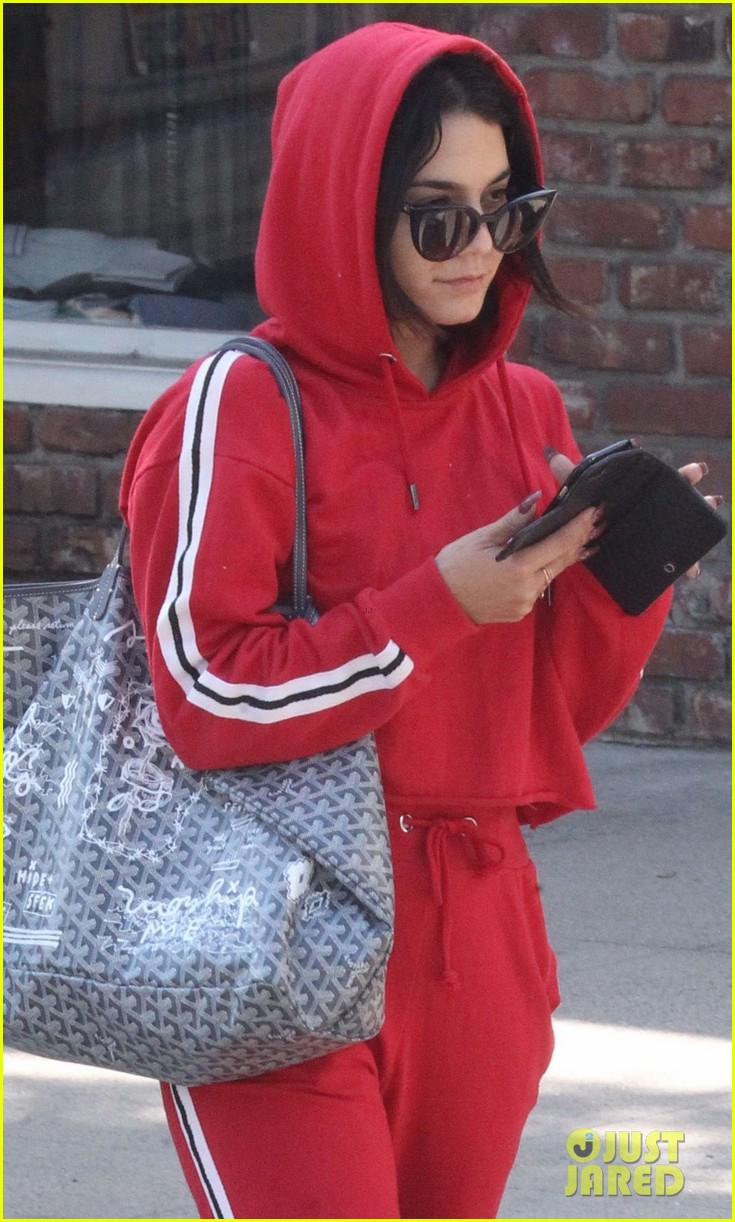 vanessa hugens hits the gym in track suit 02