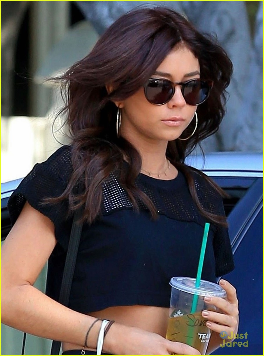 sarah hyland haley dark hair modfam new season legacy 01