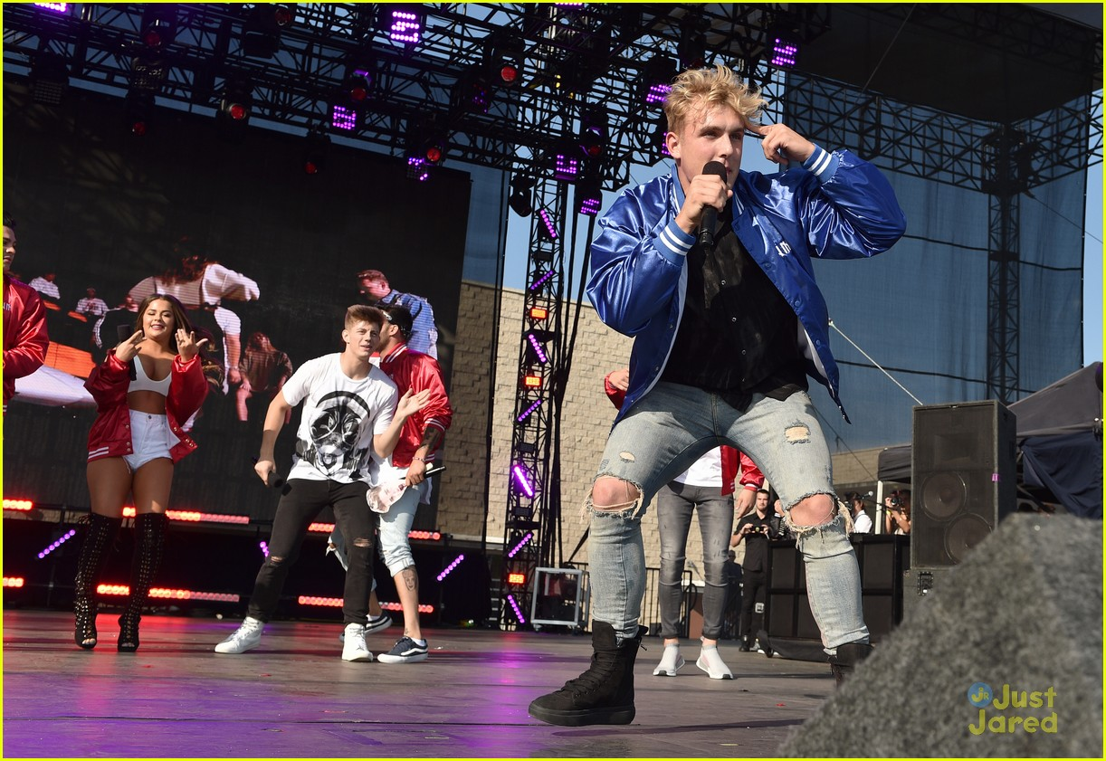 jake paul logan thanks teen fest team 10 performs 12