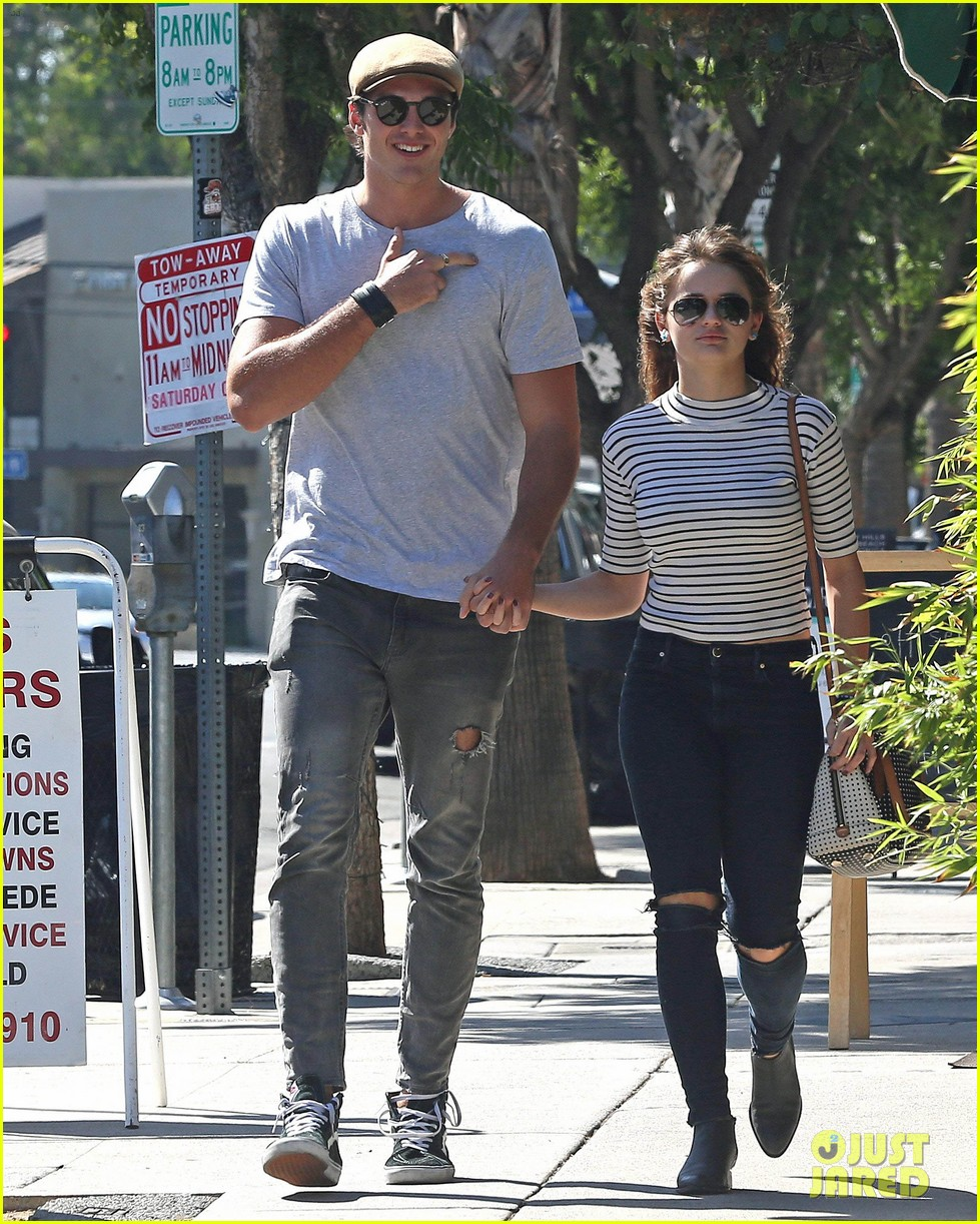 Antonio Banderas With Wife furthermore Terribly Cheesy British Rom s besides Ariana Grande Sweetener Sessions Nyc August 2018 03 moreover Freddie Highmore Vera Farmiga Film Bates Motel 01 also Joey King Keeps One Hand In Boyfriend Jacob Elordis Pocket 05. on zac efron dating