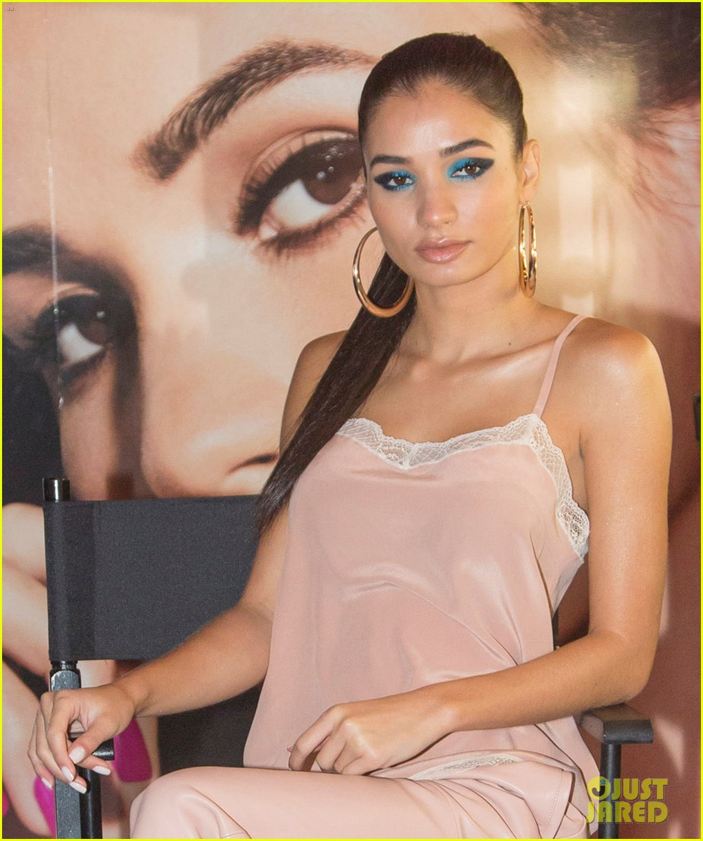 pia mia shares her best selfie tips and tricks 05