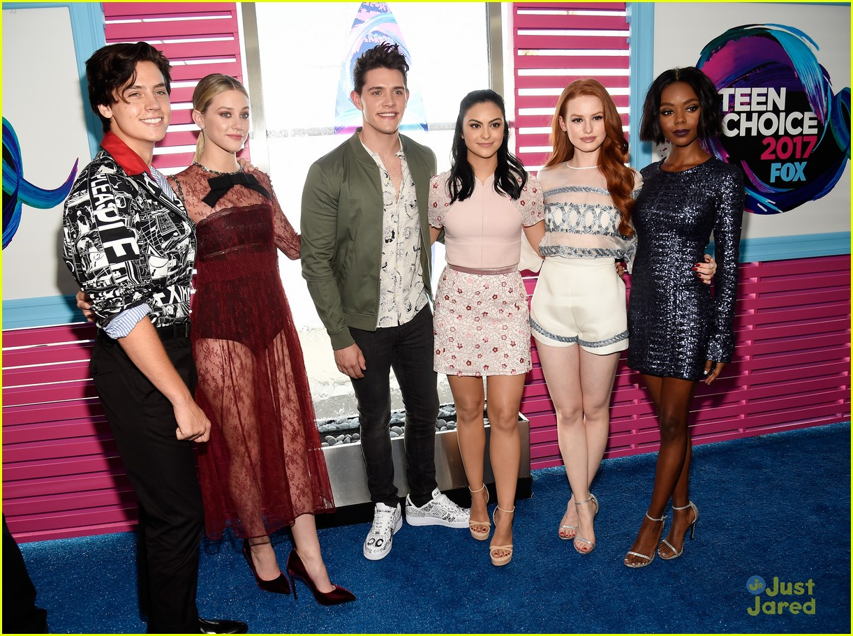 riverdale cast thanks return vancouver same night teen choice 03